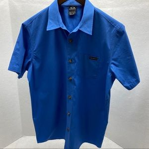 Oakley NWOT Button Down Coupe Standard Fit